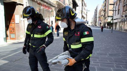 Cadono calcinacci in via Sparano, balcone pericolante messo in sicurezza