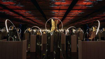 Tacchi alti e cristalli: Loubillusions, la nuova collezione preziosa e inclusiva di Christian Louboutin