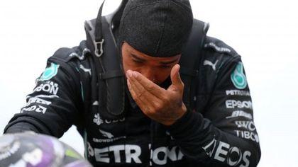 F1, le lacrime di Hamilton dopo la vittoria del settimo mondiale