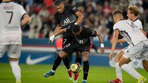 """Polveriera Psg, Mbappé contro Neymar: """"Questo clochard non mi passa la palla"""""""