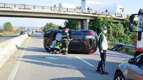 Doppio incidente sulla superstrada a Vigliano, due feriti e traffico bloccato