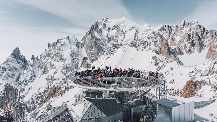 Musica Elettronica E Spettacolo Sulla Skyway Monte Bianco