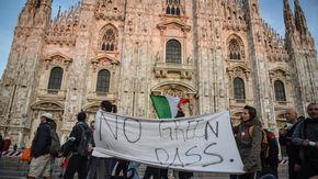 A Milano il corteo senza regole dei No Green Pass, obiettivo la sede Rai