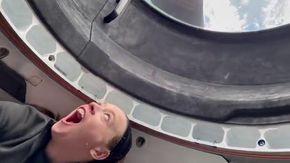 SpaceX, si apre la cupola: lo stupore dei turisti spaziali la prima volta che vedono la Terra