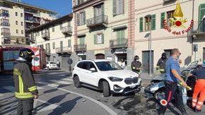 Si scontrano tre auto davanti all'ex tribunale di Saluzzo, traffico in tilt
