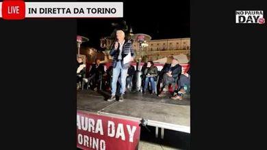 Torino, finanziere No vax sul palco fa appello ai colleghi: