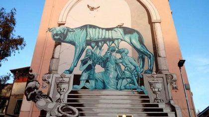 Roma, al Pigneto scompare il murale con la Lupa