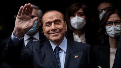 Il momento magico di Silvio Berlusconi: governa con i 5 Stelle e le sue aziende fanno affari d'oro