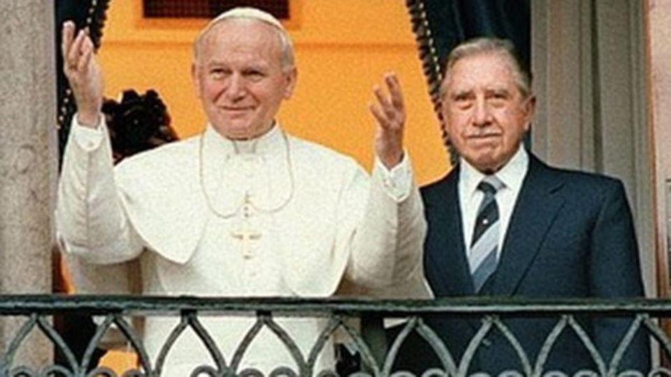 Frasi Natale Karol Wojtyla.Wojtyla E Pinochet La Verita Su Quella Foto Frutto Di Un Inganno
