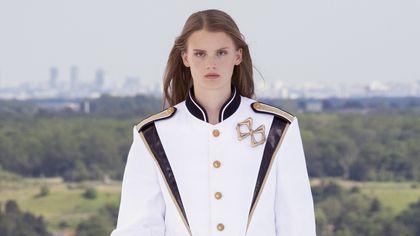 Louis Vuitton: i look della sfilata cruise 2022