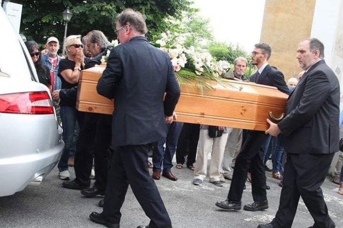Ballesio F Lli Srl.I Funerali Di Deborah Ballesio Il Critico Raspelli E Un