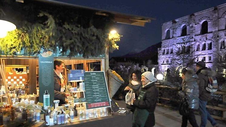 Mercatini Di Natale Aosta.Il Mercatino Di Natale Di Aosta Compie 10 Anni Aperto Dal