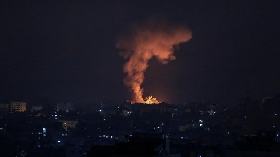 L'esercito israeliano è entrato a Gaza: attacco aereo e con forze di terra