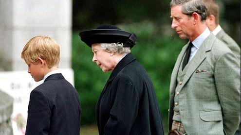Foto Natale Famiglia Reale Inglese 1990.Quel Pianto In Pubblico La Guerra E Il Rapporto Difficile Con Diana I 9 Decenni Di Elisabetta Ii La Stampa