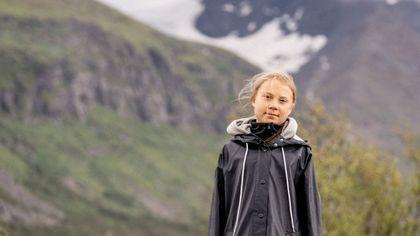 Greta Thunberg modella tra i boschi per il lancio di Vogue Scandinavia