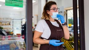 """Razziano cinque negozi di Vercelli con la chiave universale: """"Ora siamo spaventati"""""""