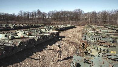 L'Italia ha tremila carri armati in un bosco<br /> Ecco lo schieramento mai visto di Lenta<br />