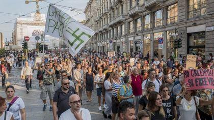 Milano, la sfida dei No Green Pass: migliaia in corteo alla Rai