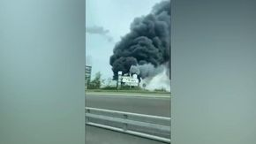 Germania, forte esplosione  in un impianto chimico vicino alla Bayer di Leverkusen: denso fumo nero si alza dallo stabilimento