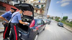 Lite in casa a Beinette, aggredisce i carabinieri armato di bastone e coltello da cucina