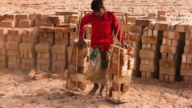 In Bangladesh, nelle fabbriche di mattoni