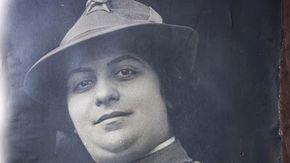 La dottoressa con la penna degli alpini volontaria al fronte nella Grande Guerra