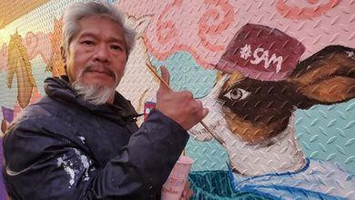 «Ronde in polo arancione: così Chinatown si difende dai crimini d'odio istigati da Trump»