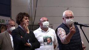"""Bossi compie 80 anni: la vecchia Lega Nord si raduna per festeggiarlo e il senatur li chiama: """"Grazie a tutti!"""""""