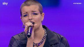 XFactor, soffre di crisi di panico e deve cantare seduta: Phoebe supera le paure e conquista tutti