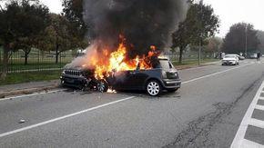 Scontro a Settimo Torinese: le due auto prendono fuoco