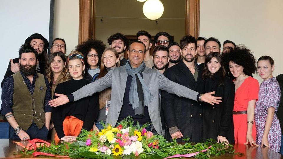 Mazzi Di Fiori Sanremo 2016.Carlo Conti E Il Festival Extra Large Il Mio Cast Come Un Mazzo