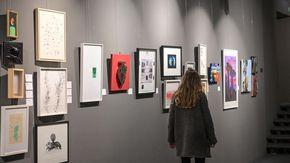 All'asta 45 opere di artisti torinesi per comprare l'ambulanza alla Cri