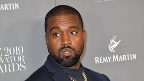 Kanye West promuove l'album nuovo allo stadio di Atlanta ma poi, ispirato, si chiude nei sotterranei per cambiarlo