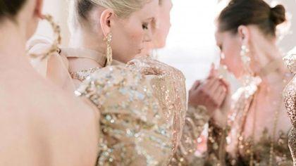 Femminilità, luce e modernità: il profumo haute couture dello stilista dello straordinario