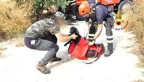 A puppy dog falls into a well thirty meters deep, saved by the firefighters in the Ragusano area