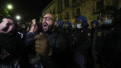 Palermo, ristoratori contro la stretta, in piazza spuntano Forza Nuova e No Mask