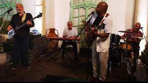 Note blues e R&B a Vallecrosia: Freddie Hall Live nel giardino di Erio