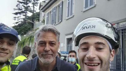 Maltempo nel Comasco, la solidarietà di George Clooney: in posa con la Protezione civile di Arcore