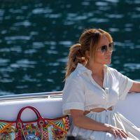 Lo stile Riviera da copiare di Jennifer Lopez: tutti i look italiani della crociera d'amore con Ben Affleck