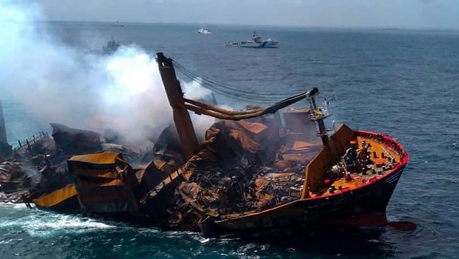 Nave mercantile affonda al largo dello Sri Lanka, si teme un disastro  ambientale - La Stampa