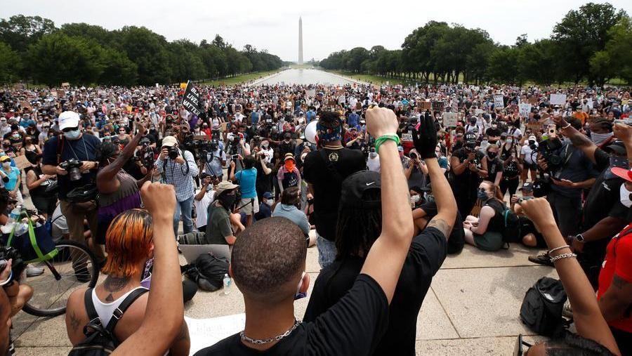 La grande marcia di Washington per Floyd Assedio a Trump blindato nel suo bunker