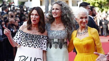 Cannes, da Pedro Almodovar a Helen Mirren: i fedeli del festival sul tappeto rosso