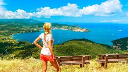Trekking, mare e bicicletta, l'estate in movimento dell'Isola d'Elba ma occhio alla scelta di borraccia, zaino, telo e crema solare
