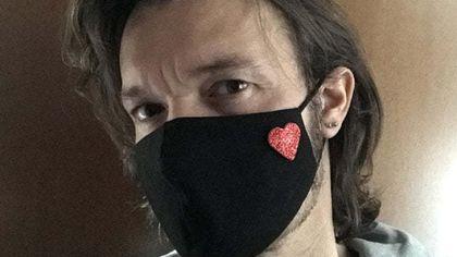 Single, un cuore di glitter sulla mascherina per riconoscersi al supermercato