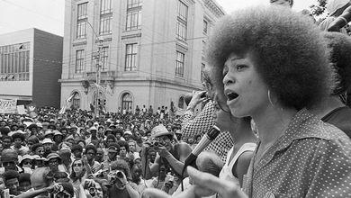 Angela Davis: «È ora di costruire un movimento globale, contro il razzismo dagli Usa all'Italia»