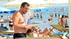 """Salvini dal Papeete: """"Il reddito di cittadinanza va rivisto a settembre"""""""