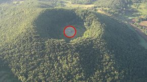 Cosa ci fa una chiesa in un cratere vulcanico spagnolo?