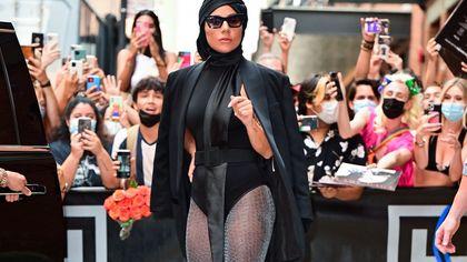 Lady Gaga incanta New York con i suoi street look esagerati
