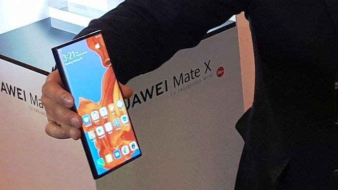 Svelato a sorpresa Huawei Mate X: schermo flessibile e 5G