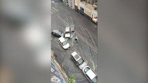 Catania, la strada si trasforma in un torrente: le auto restano bloccate sotto il nubifragio